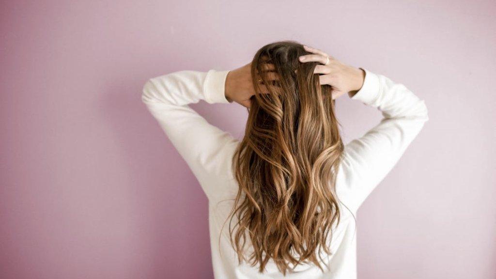 女性のカーリングヘアー