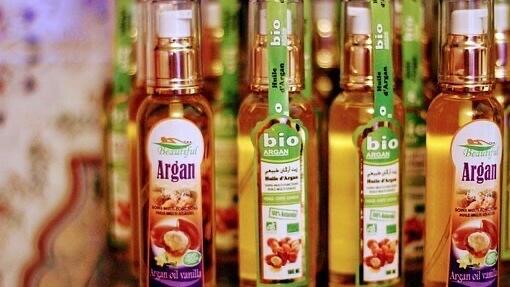 複数並ぶアルガンオイルの瓶
