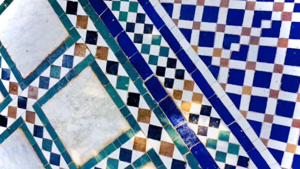 バヒア宮殿の床のタイル