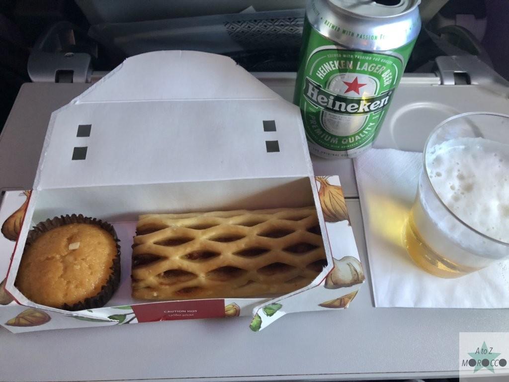 カタール航空機内食のアップルパイとマフィン