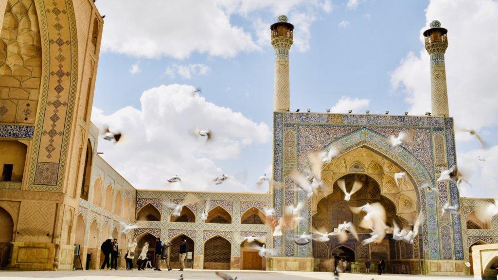 イスファハンのジャーメ・モスクの外観