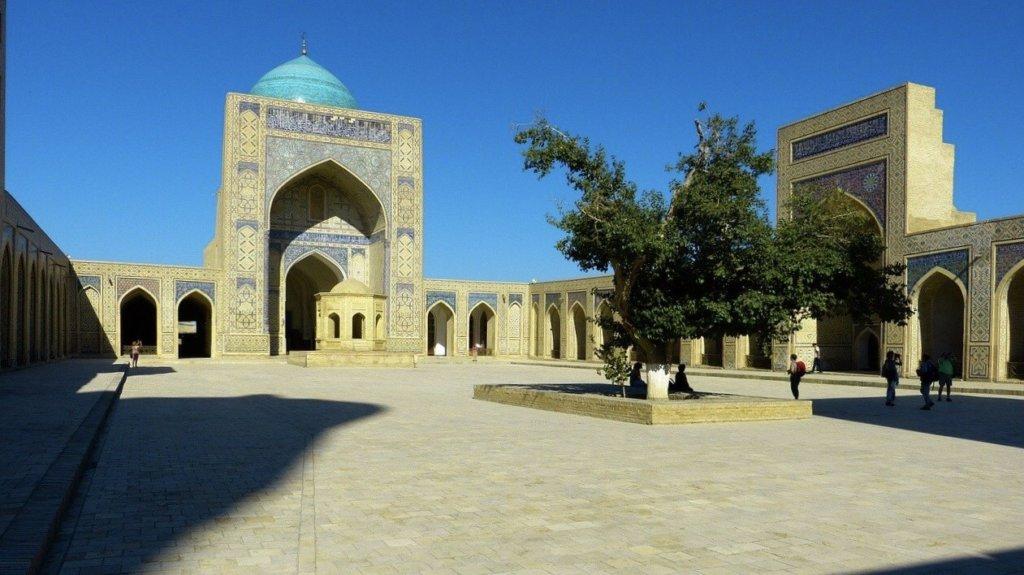 イスハファンのモスクの中庭