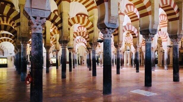 多柱式プランのモスク