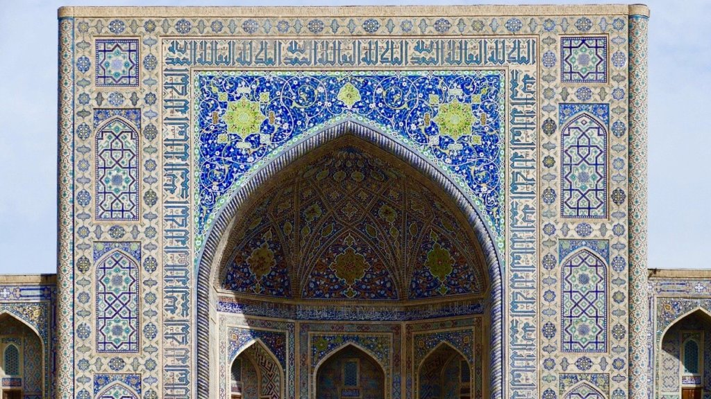ウズベキスタンのモスクのイーワーン