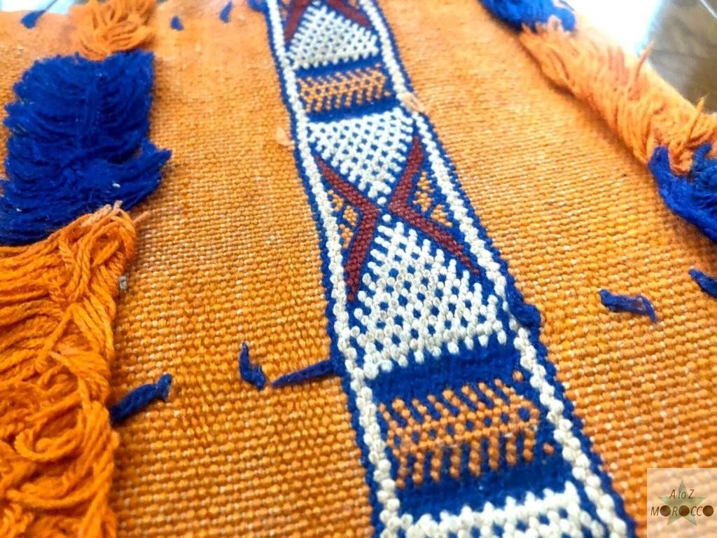 クッションカバーの刺繍