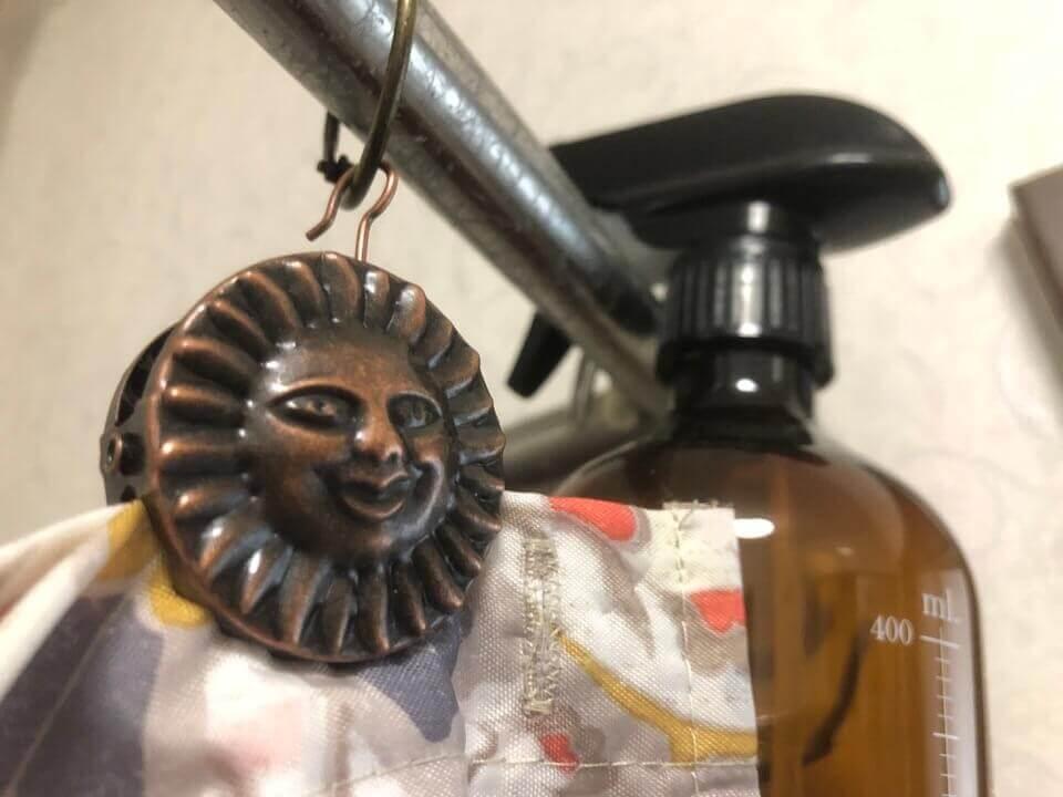 太陽のシャワーカーテンクリップ