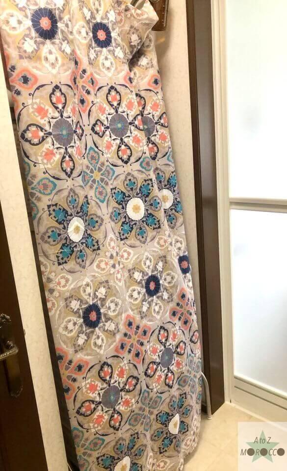 モロッコ柄のシャワーカーテン